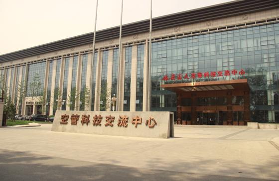 距火车站:5公里 距飞机场:40公里 距市中心:10公里   八,北京优龙